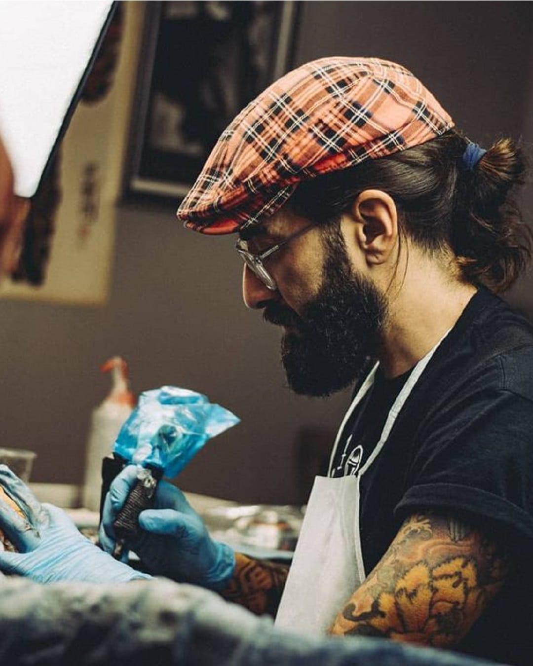 Senekas tatuando